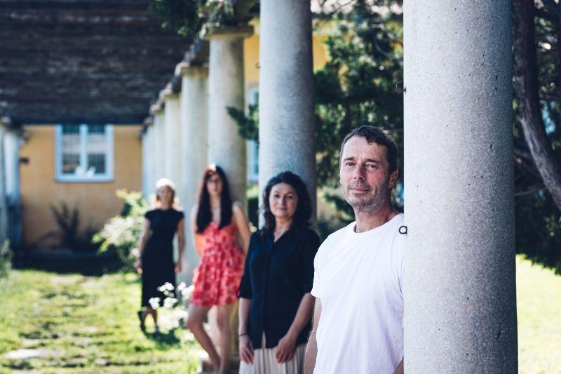 Niki und Andrea Moser mit Kathi und Nana am Atrium