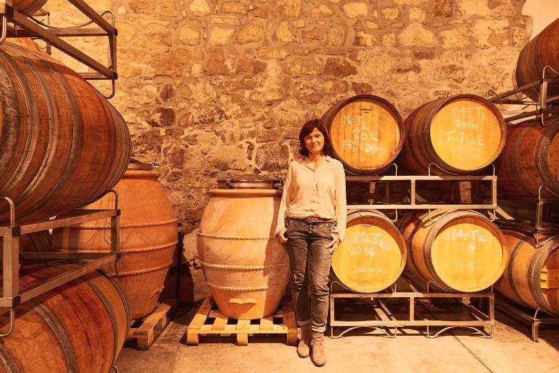 Birgit Braunstein in ihrem Weinkeller im Burgenland Österreich