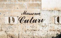 Schriftzug Masseria Cuturi Bioweingut Apulien