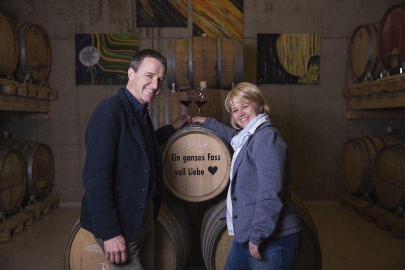 Franz und Christine Strohmeier in ihrem Weinkeller
