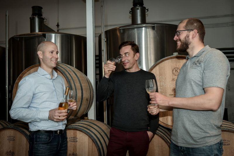 Die Geschäftsführer Tamás Oroszlán - Raphael Reybier mit Gergely Makai bei der Tokaj Weinprobe