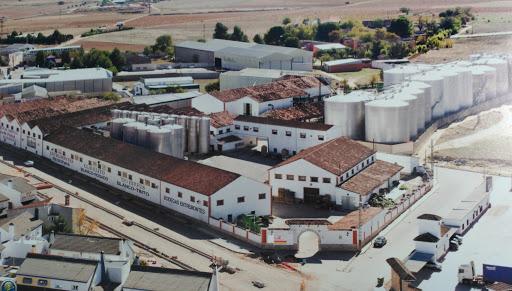 Der Weinkeller der Bodegas Entremontes