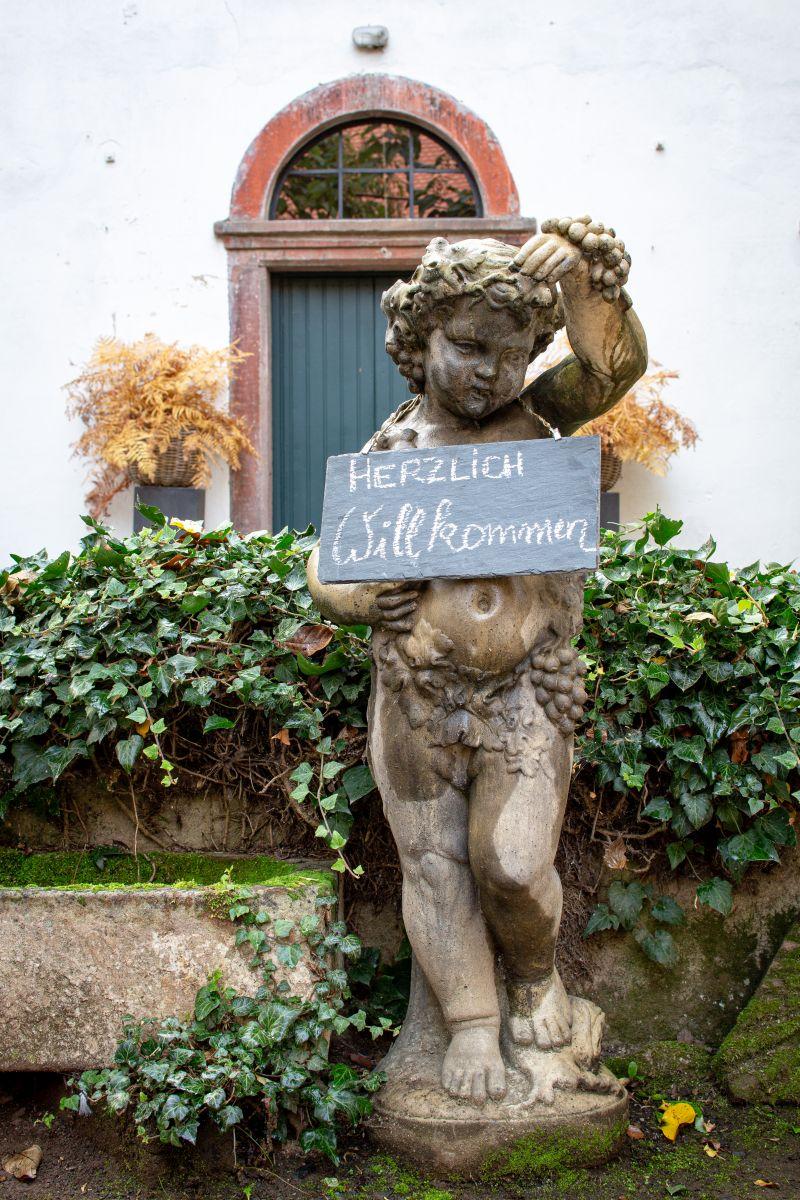 Der Engel im Hof bei Janson-Bernhard
